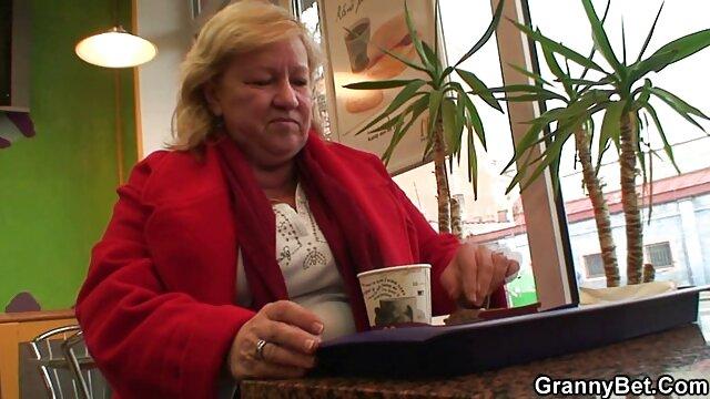 पति अचानक अपनी परिपक्व और फूहड़ पत्नी को रसोई में एक्स एक्स एक्स वीडियो एचडी मूवी चोदना चाहता था