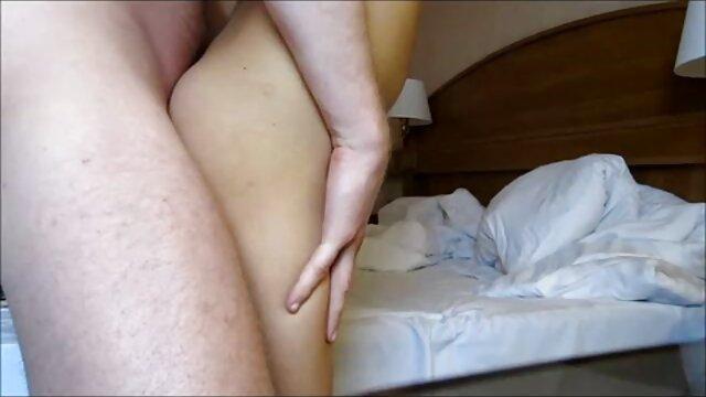 विशाल स्तनों वाले समलैंगिकों को बिस्तर पर एक हिंदी सेक्सी मूवी एचडी वीडियो रबर डिक के साथ मज़ा आता है