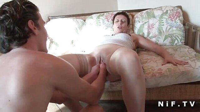एक फुल-टाइम गधे के साथ एक फ्रांसीसी सेक्सी वीडियो हिंदी मूवी एचडी महिला एक दोस्त के लिंग पर गंदा चुदाई करती है