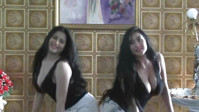 एबोनी ने विभिन्न पदों पर सेक्सी मूवी सेक्सी मूवी हिंदी में एक टैटू के साथ एशियन को पेल दिया