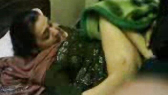 विशाल स्तन के साथ एमआईएलए एकल वीडियो में उसके भव्य शरीर को छेड़ता सेक्सी हिंदी मूवी फिल्म वीडियो है